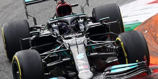 Hamilton najbrži na 2. treningu, težak udes Sjanca